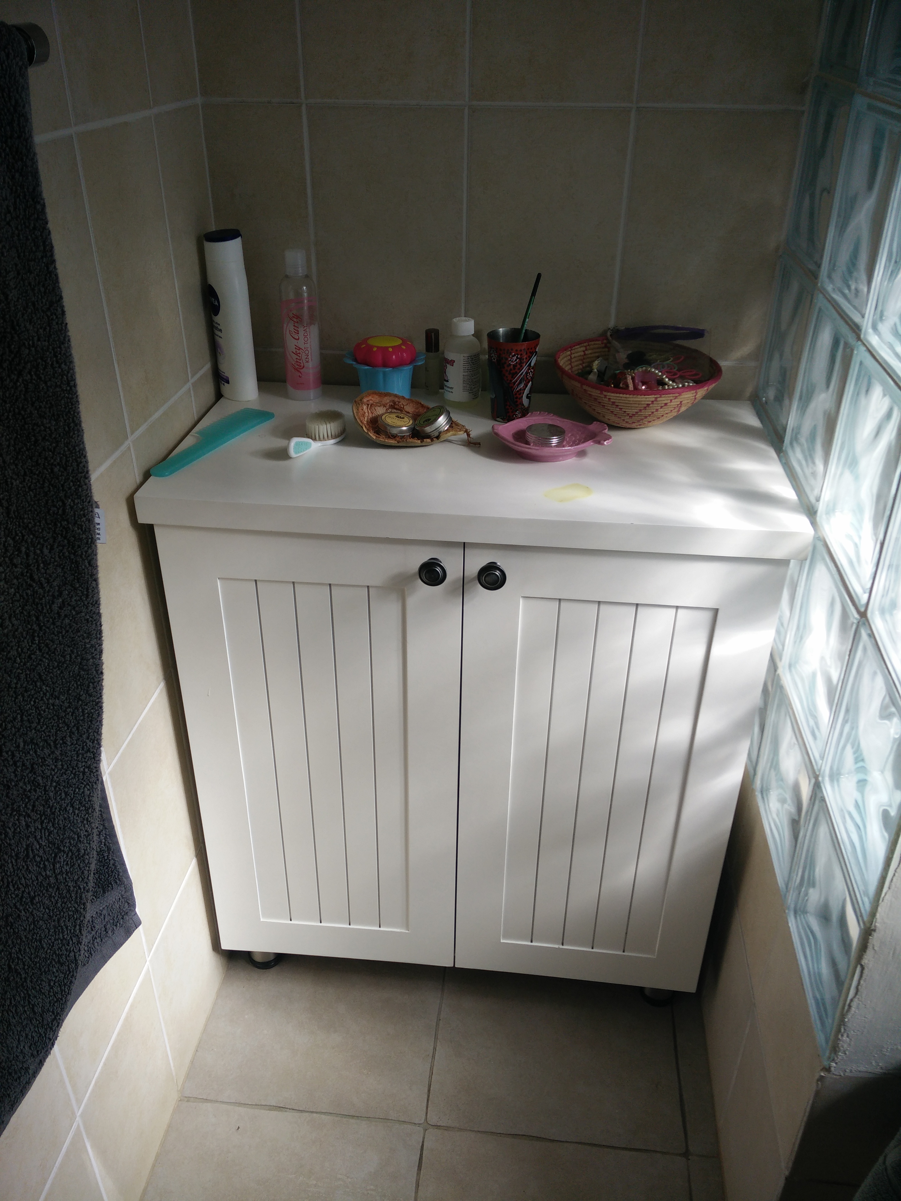 Free standing white painted Farmstyle Shaker Bathroom Unit